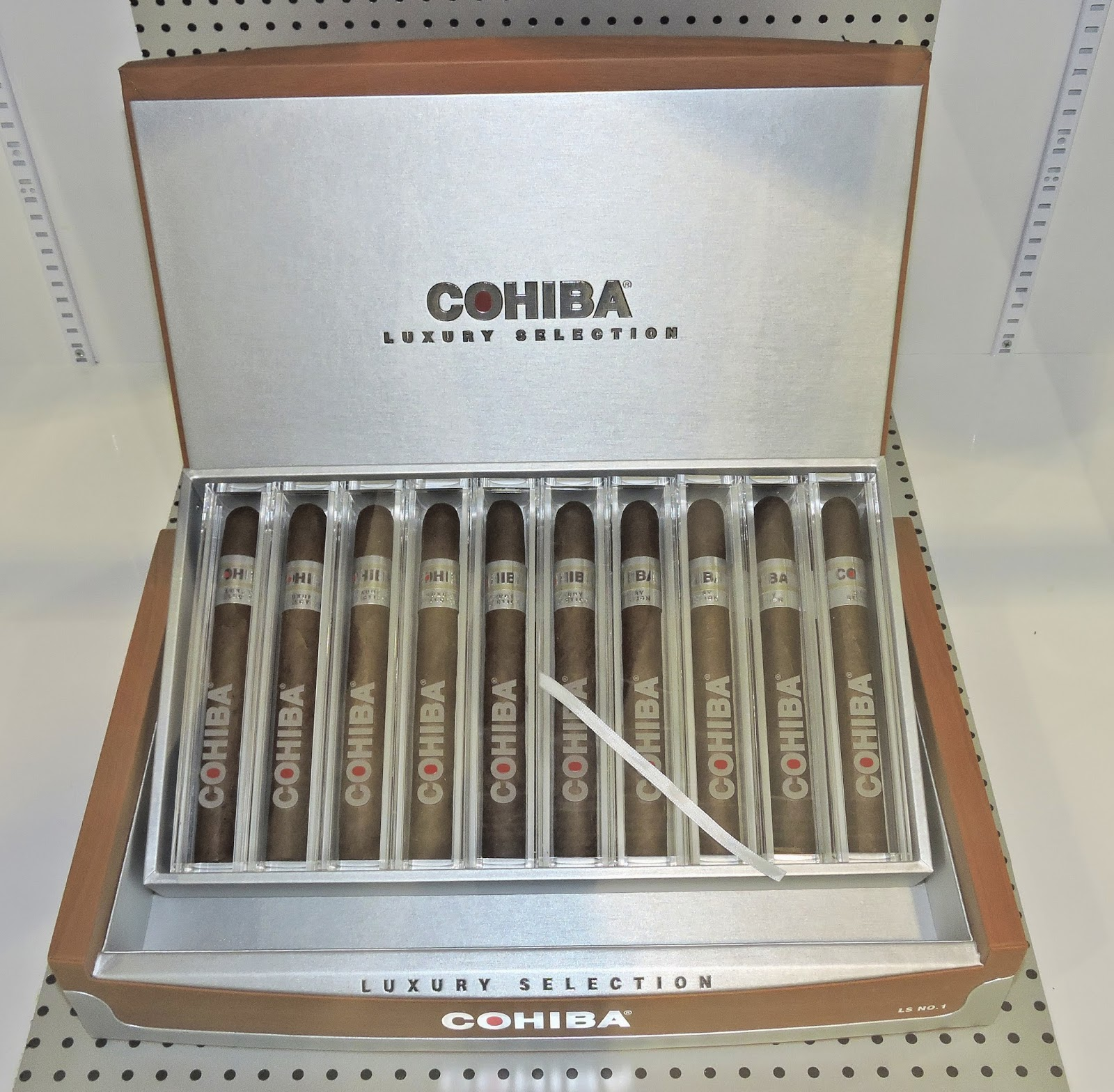 Cigar News: Cohiba Luxury Selection (Cigar Preview)