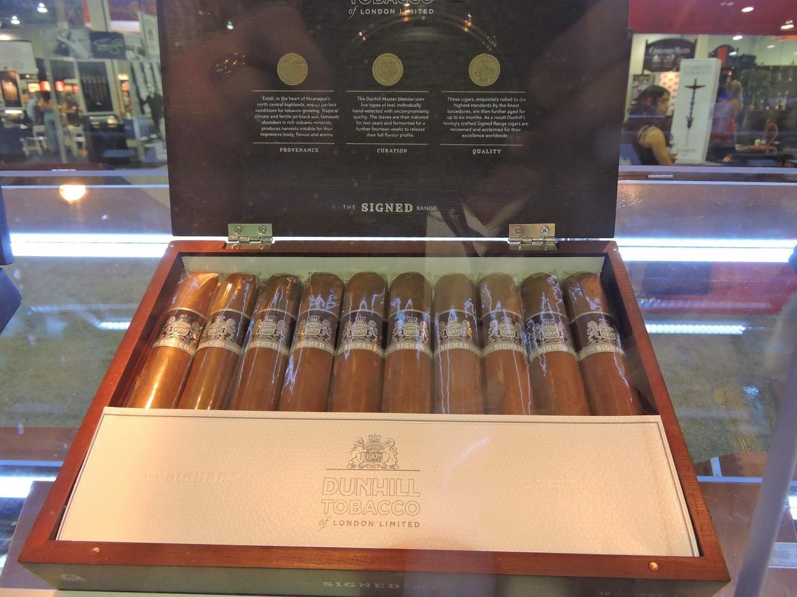 Cigar News: Dunhill Signed Range Line Revamped