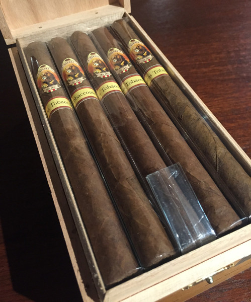 ackaging of La Aurora Cien Anos Lancero Cameroon  (Photo Credit: Burns Tobacconist)