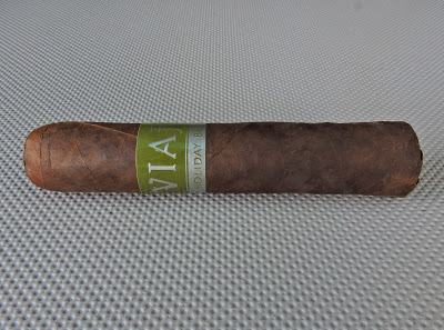 Agile Cigar Review: Viaje Holiday Blend 2014