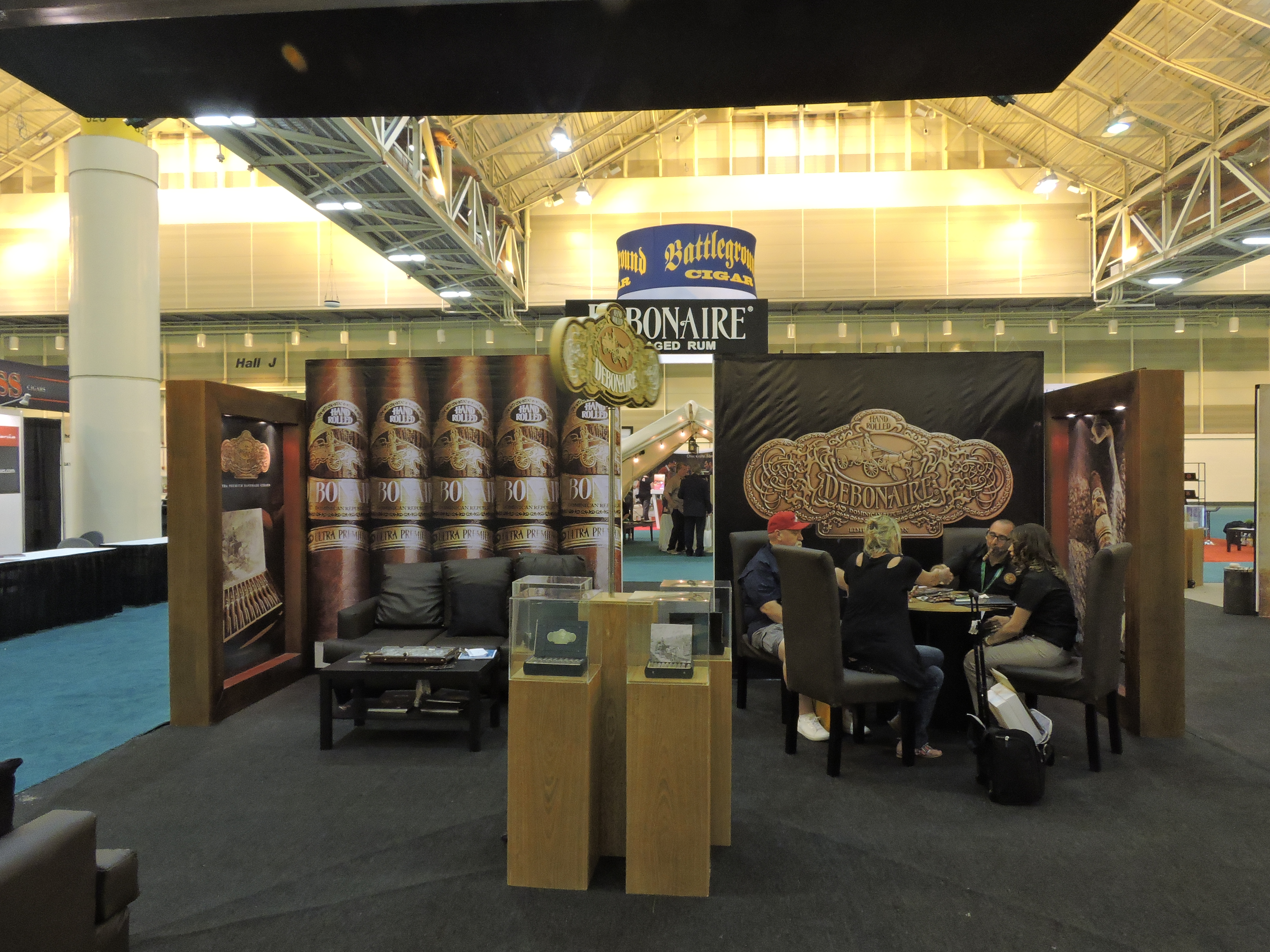 Debonaire_Cigars_Booth
