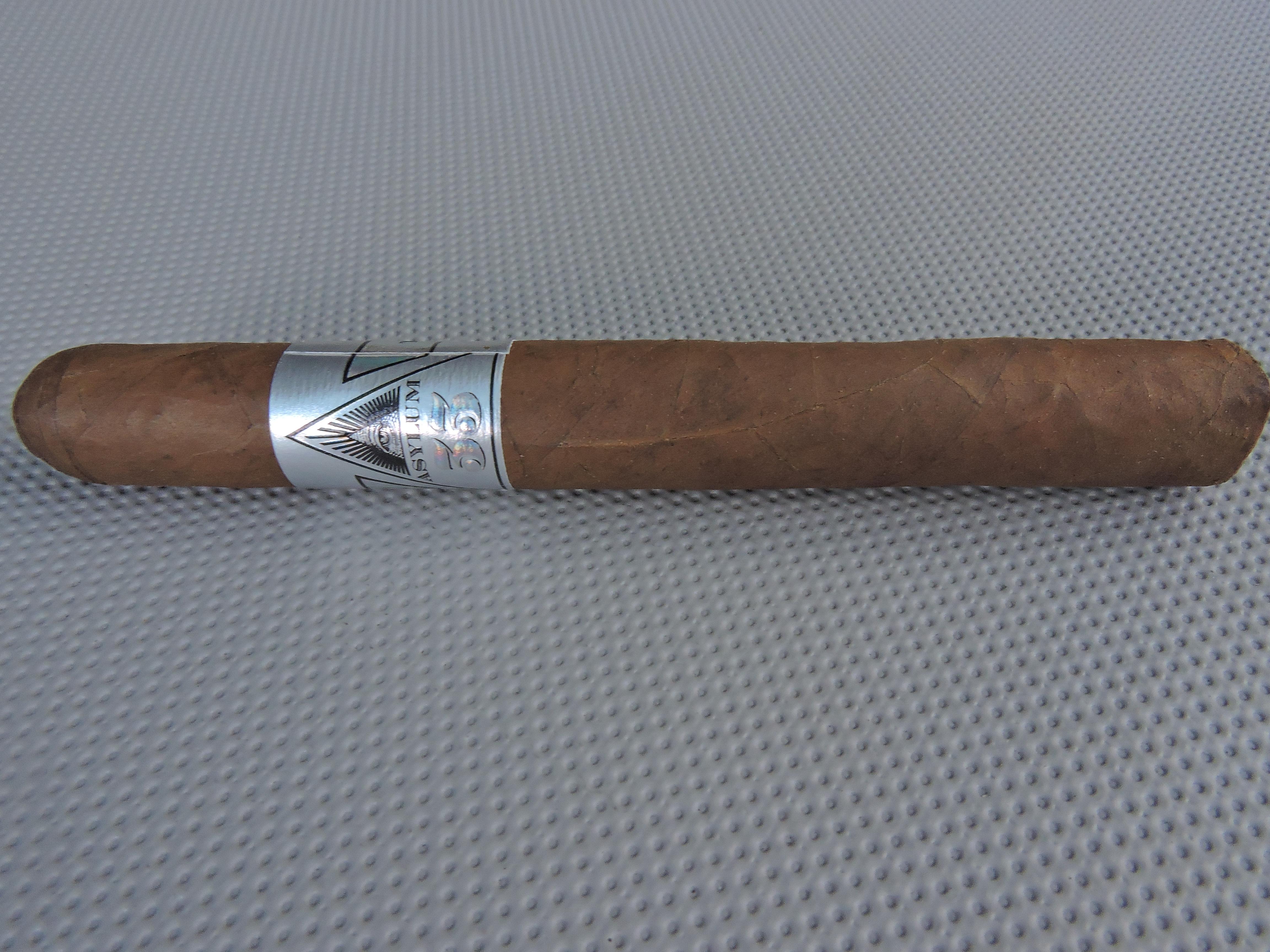 Cigar Review: Asylum 33 5 1/2 x 46 (2015)