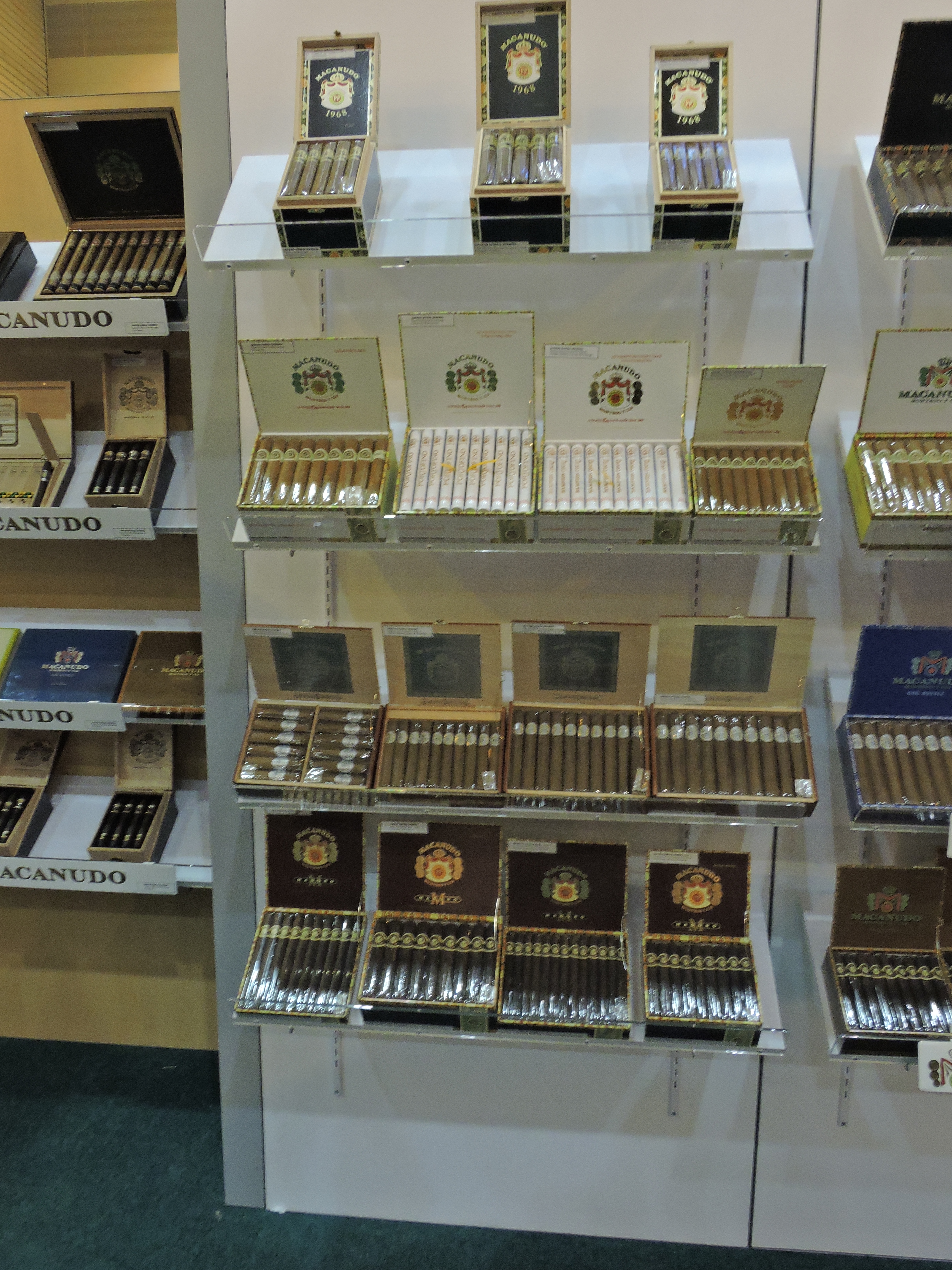 Macanudo_Boxes-Old