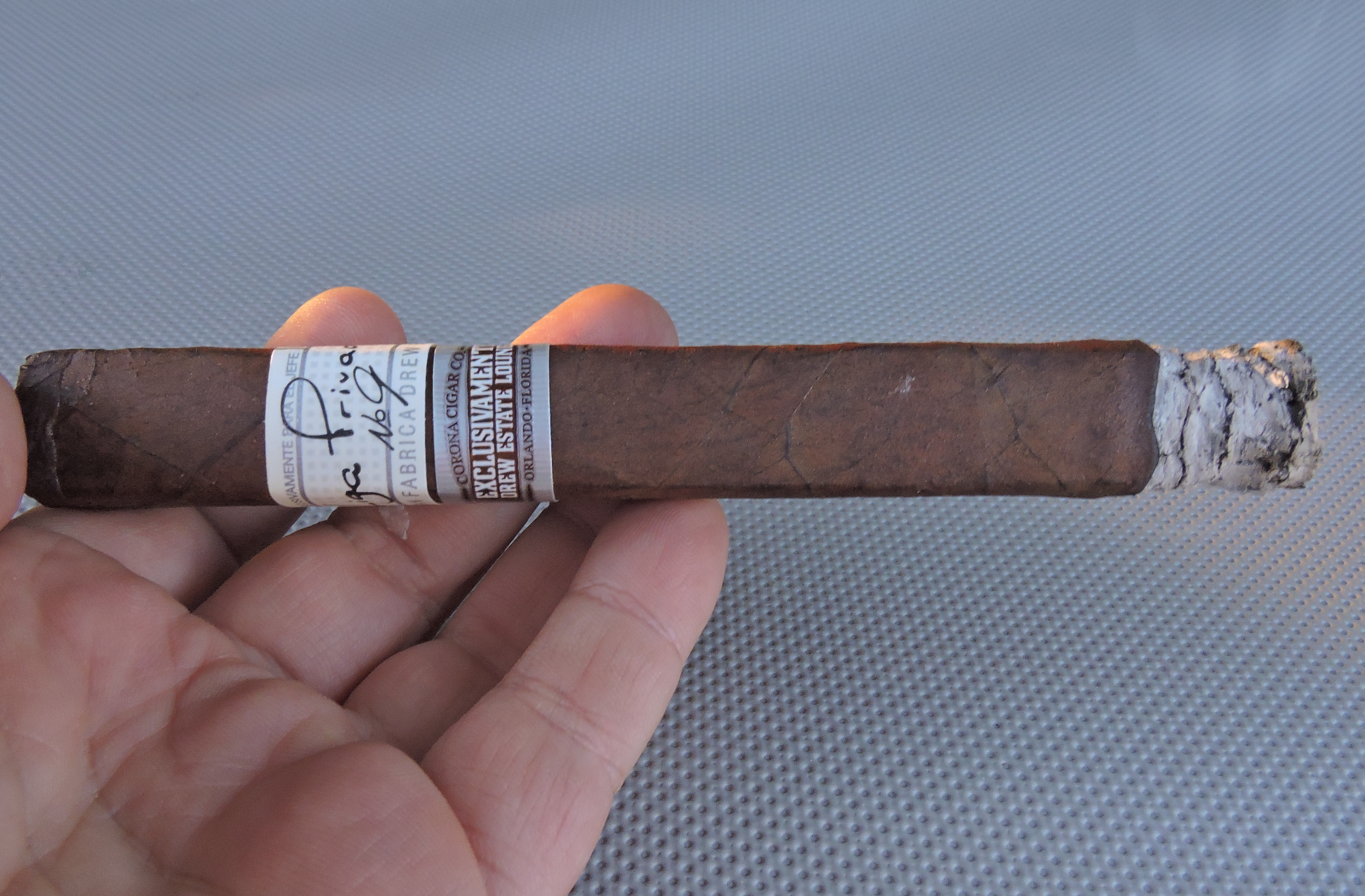 Liga_Privada_No.9_Box_Pressed_Toro_Corona_Cigar_Co_Exclusivamente-Burn
