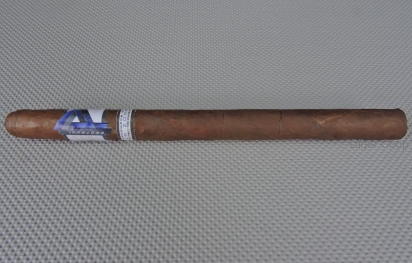 Protocol_Lancero_by_Cubariqueno_Cigar_Company__