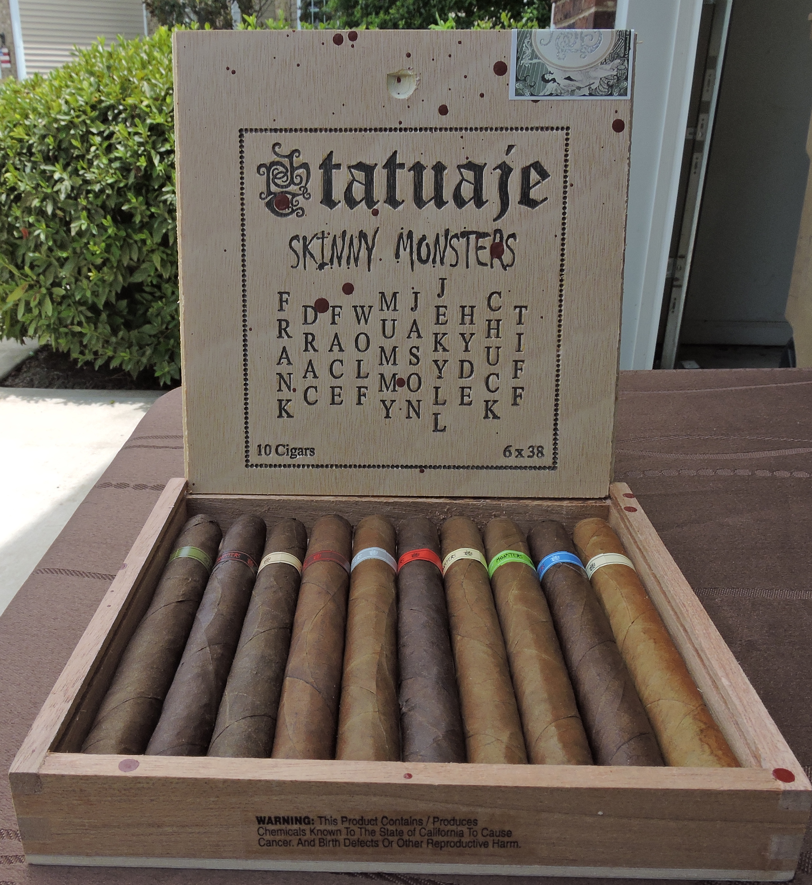 Tatuaje_Skinny_Monsters_Tiff_Open_Box