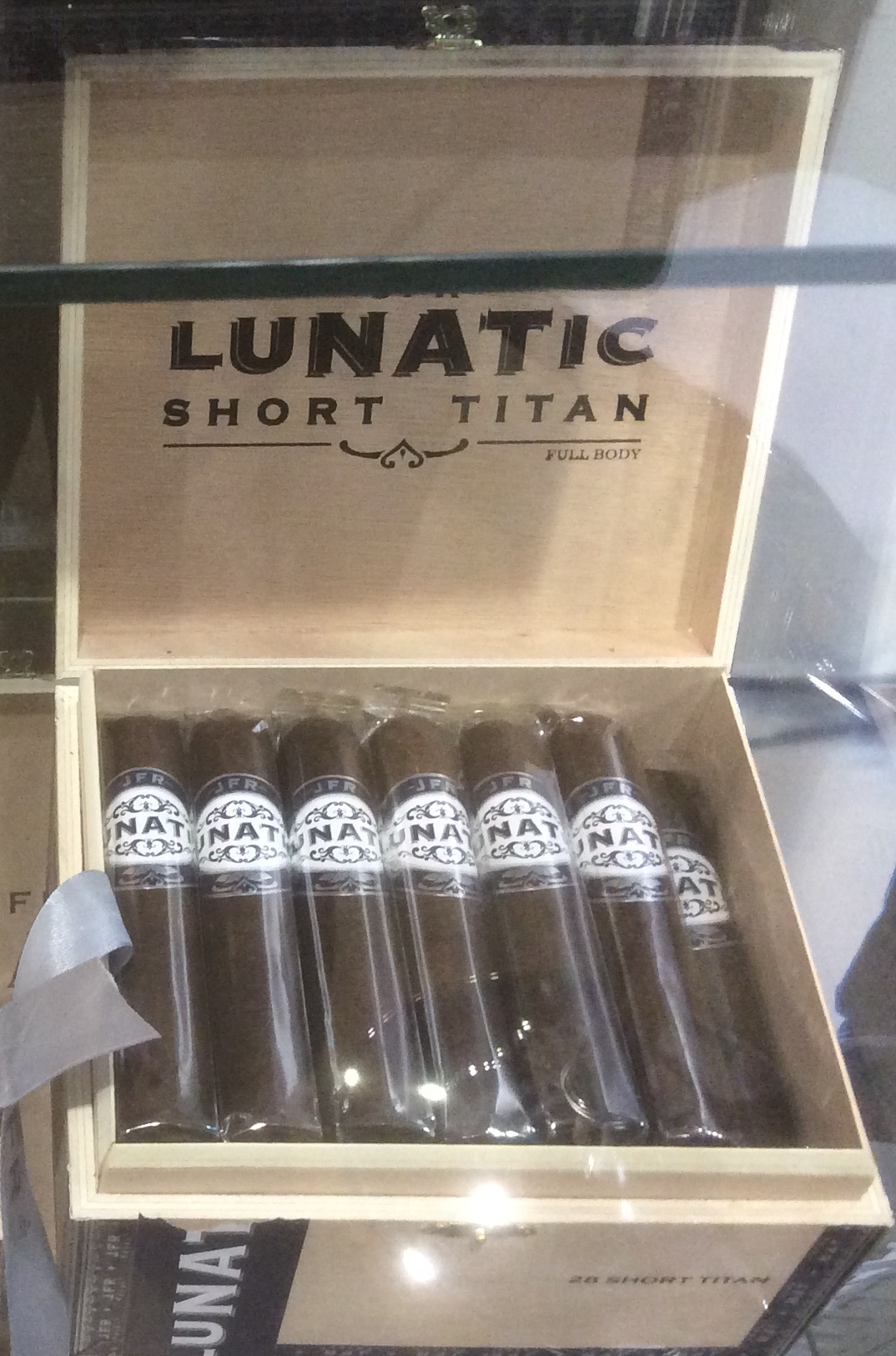 Cigar News: Casa Fernandez Launches JFR Lunatic Maduro Short Robusto and Short Titan at 2016 IPCPR