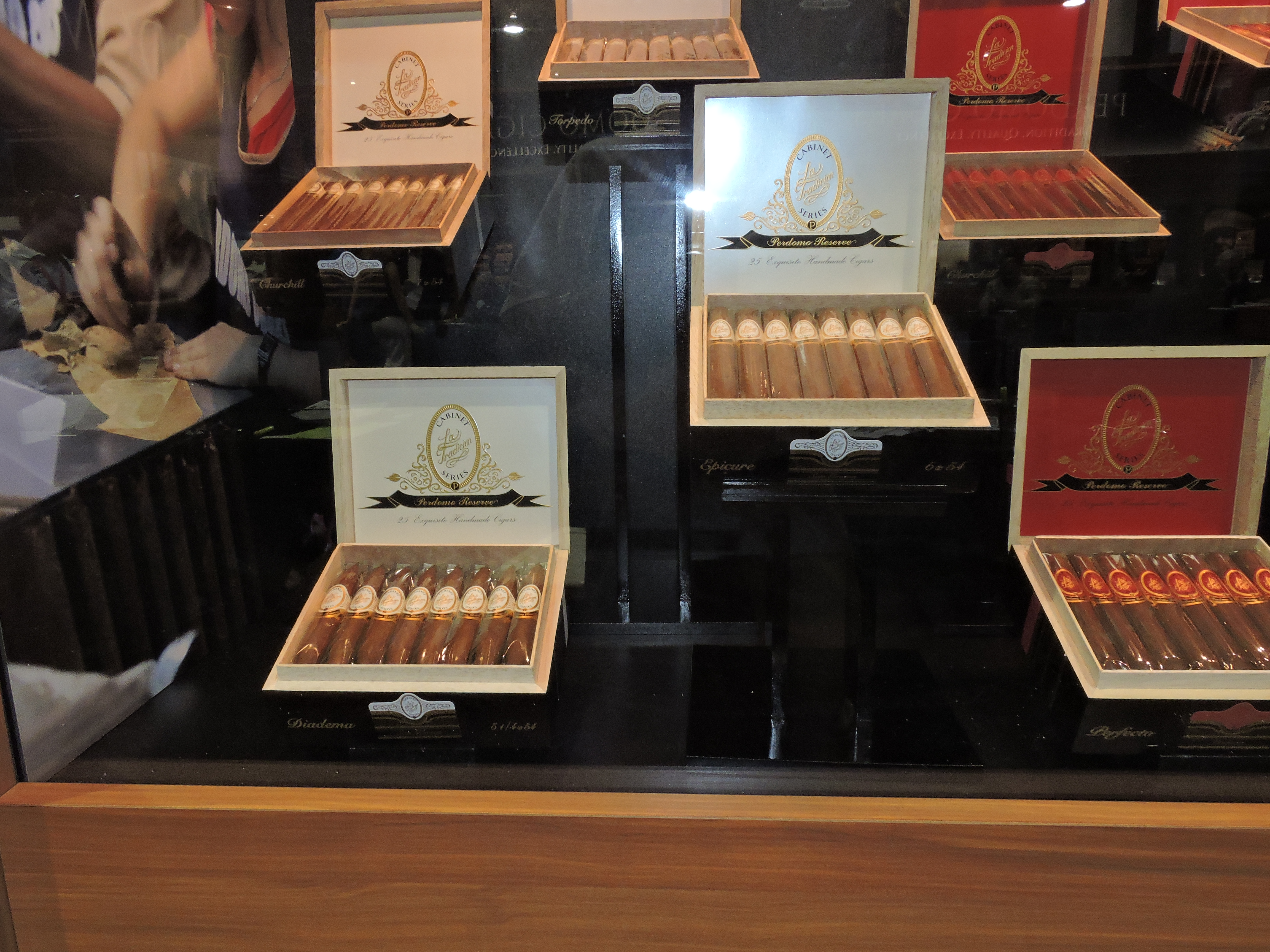 Cigar News: La Tradicion Perdomo Reserve Series Returns