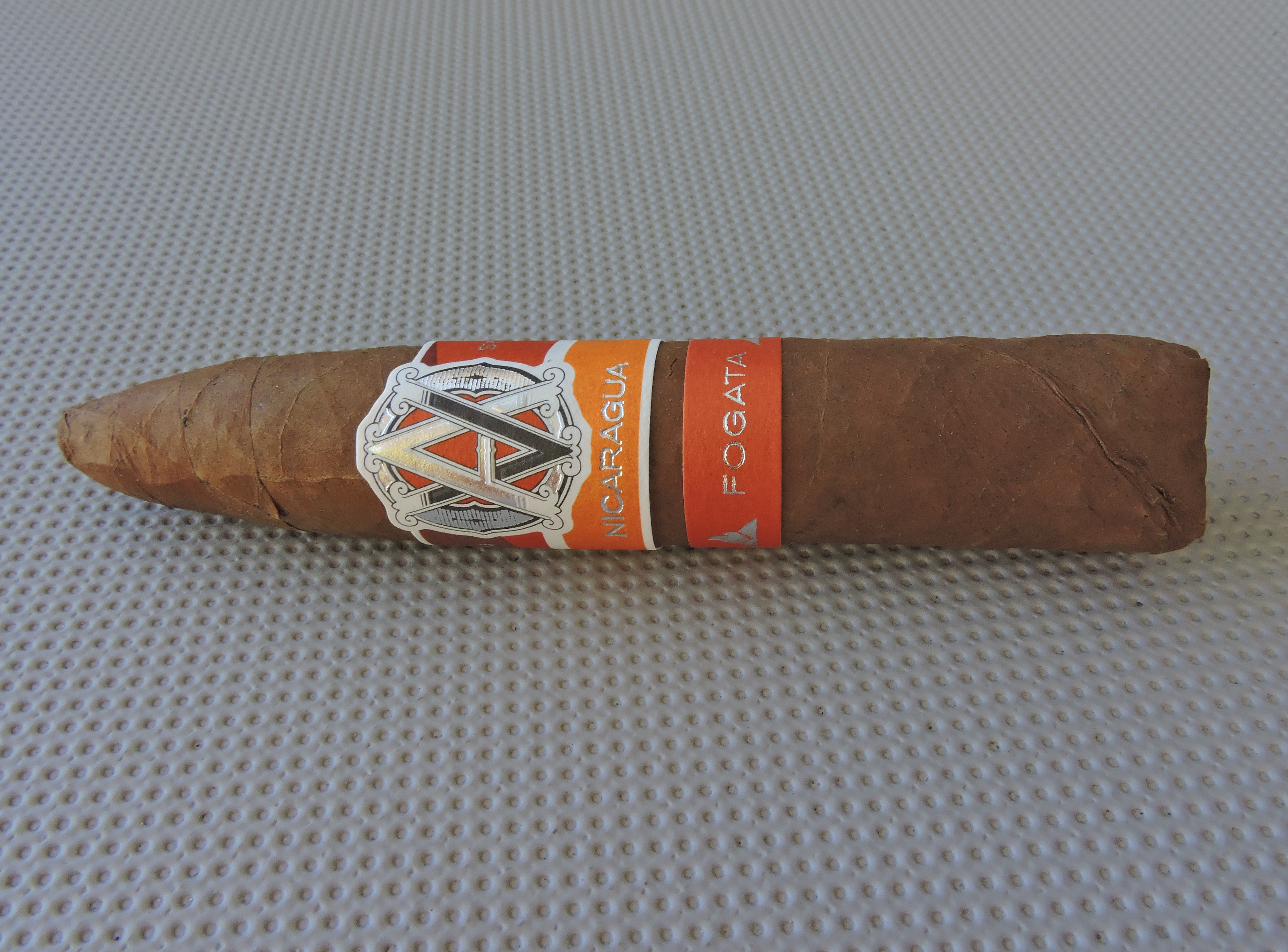 Cigar Review: Avo Syncro Nicaragua Fogata Short Torpedo