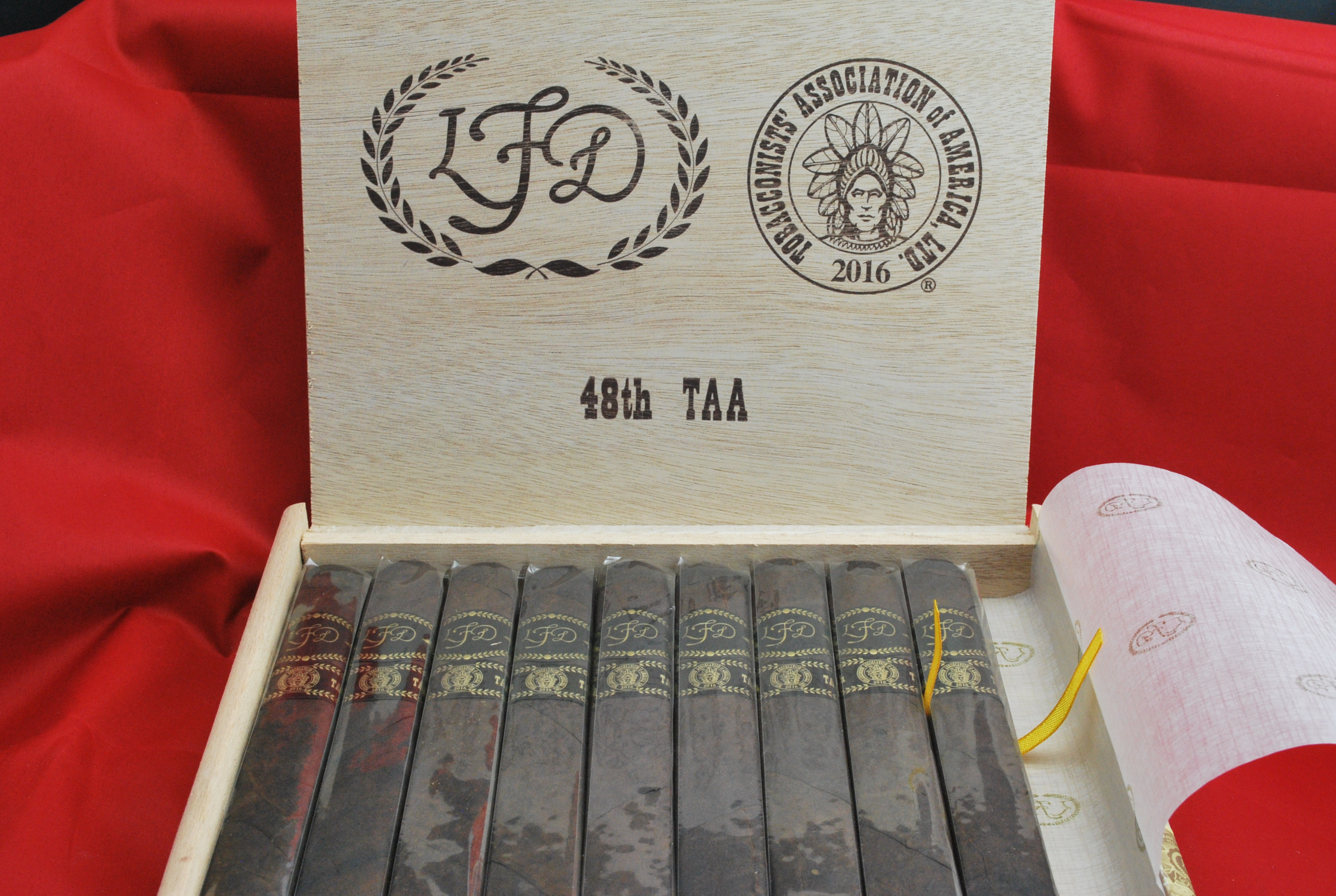 la_flor_dominicana_taa_48_celebration_limited_edition_maduro-open_box