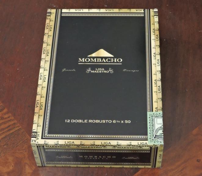 Mombacho_Liga_Maestro_Doble_Robusto_Box