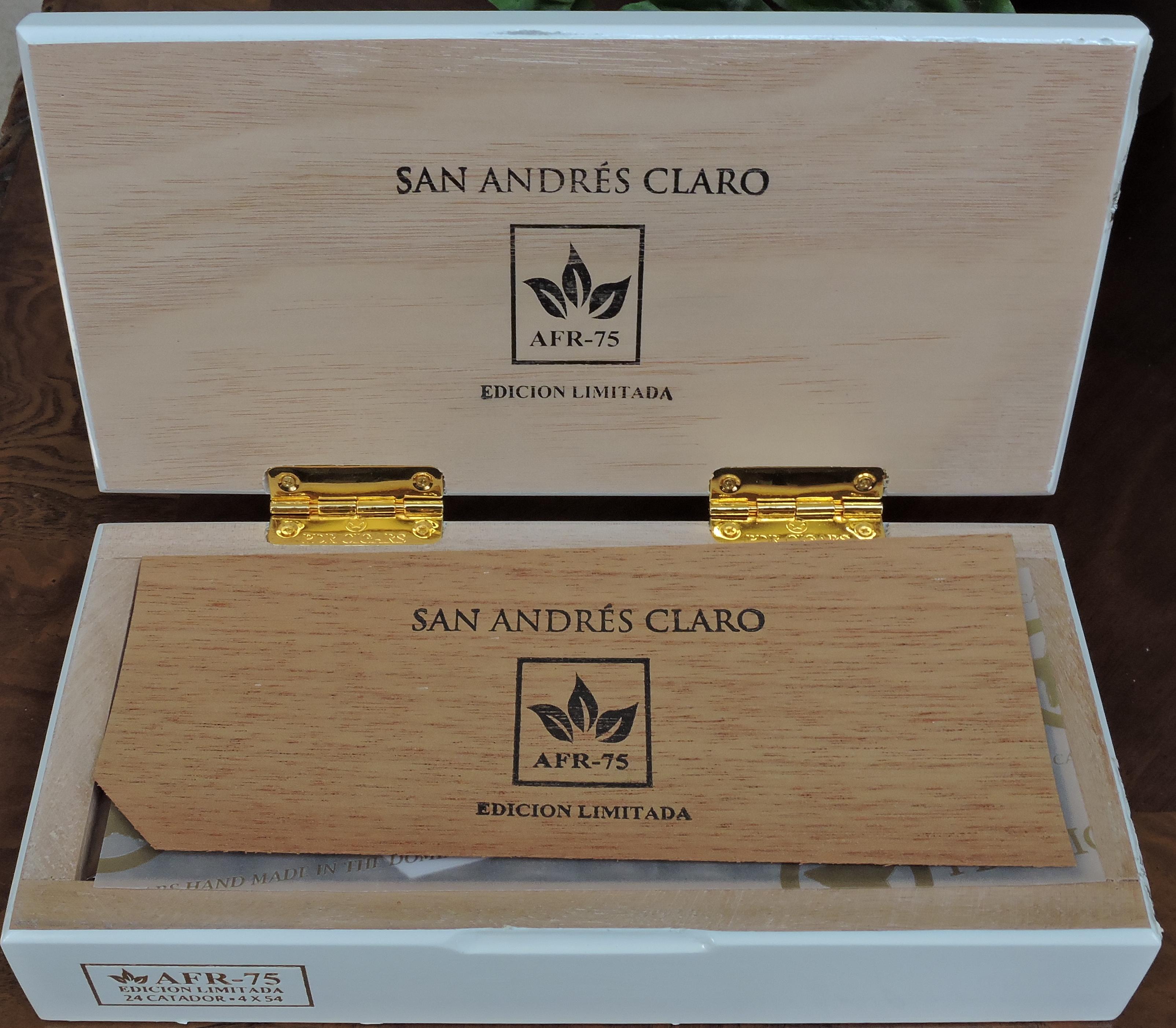 Open box of the AFR-75 Claro Catador