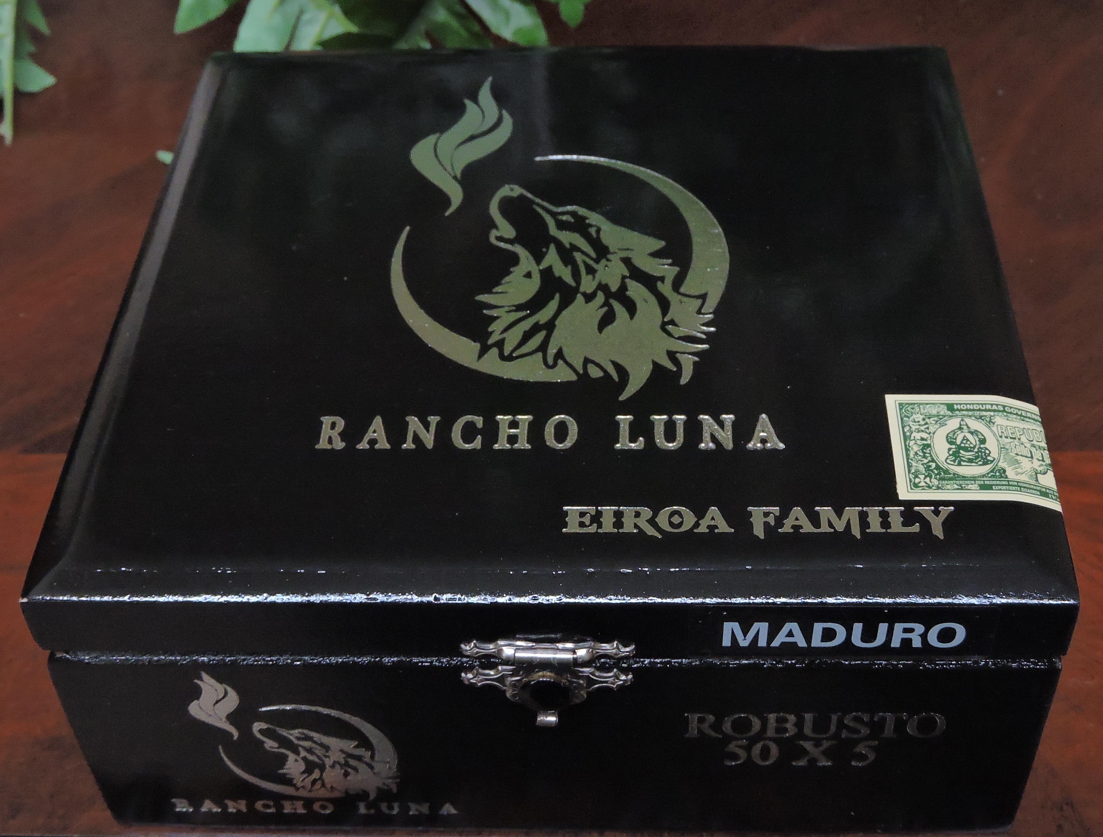 Closed Box of the Rancho Luna Maduro Robusto
