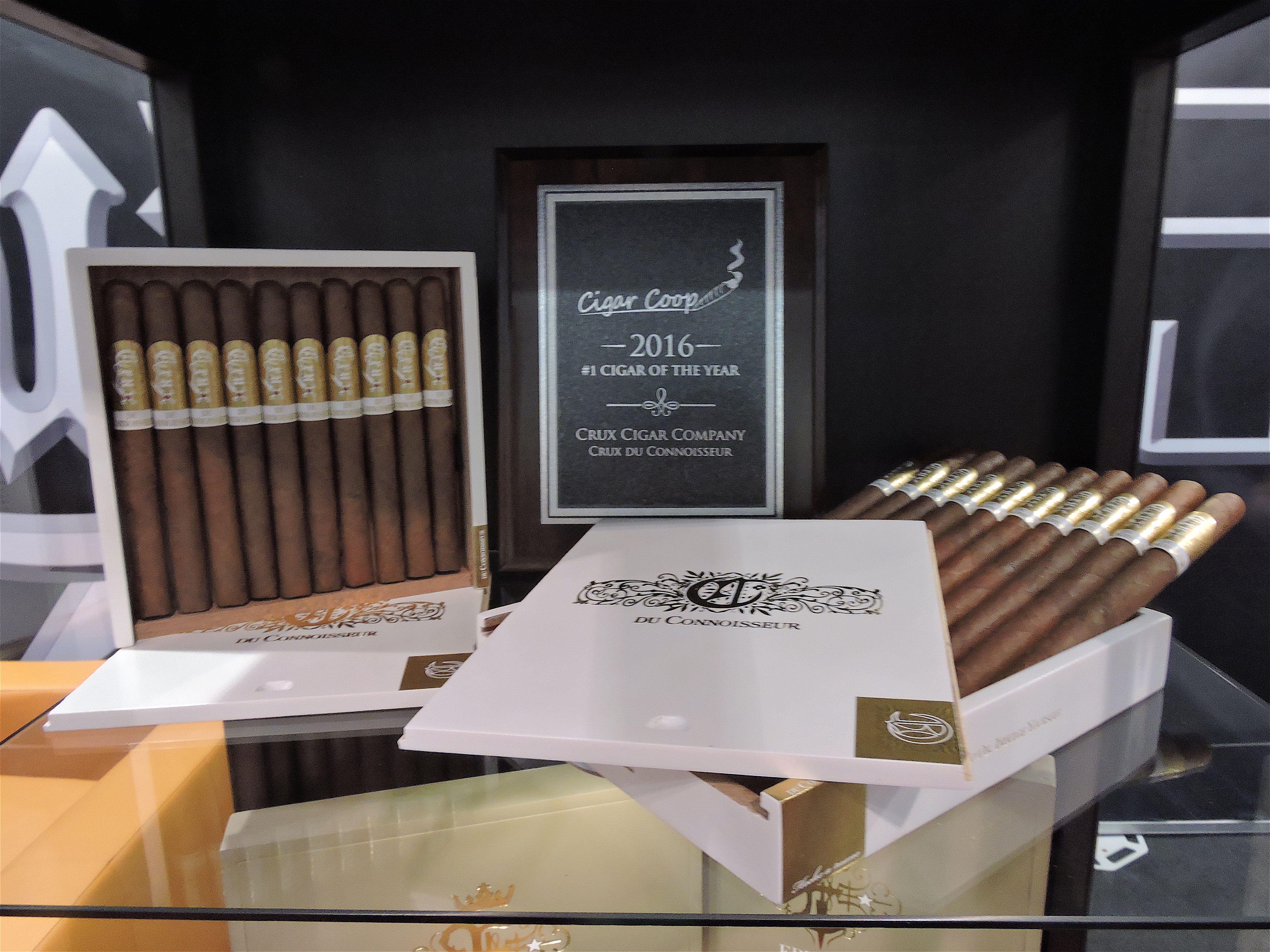 Crux du Connoisseur Cigar of the Year 2016