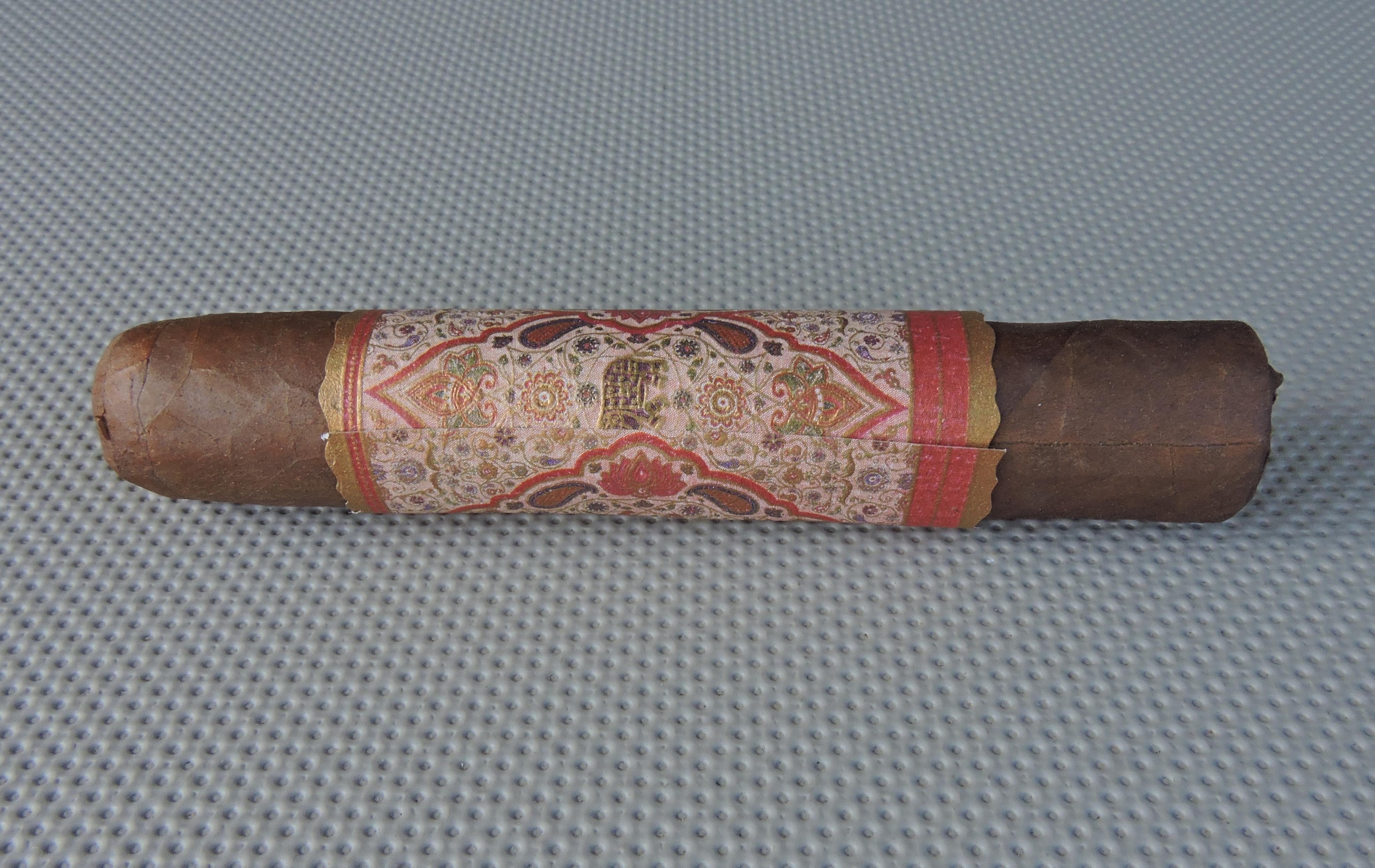 MBombay Corojo Oscuro Robusto by Bombay Tobak