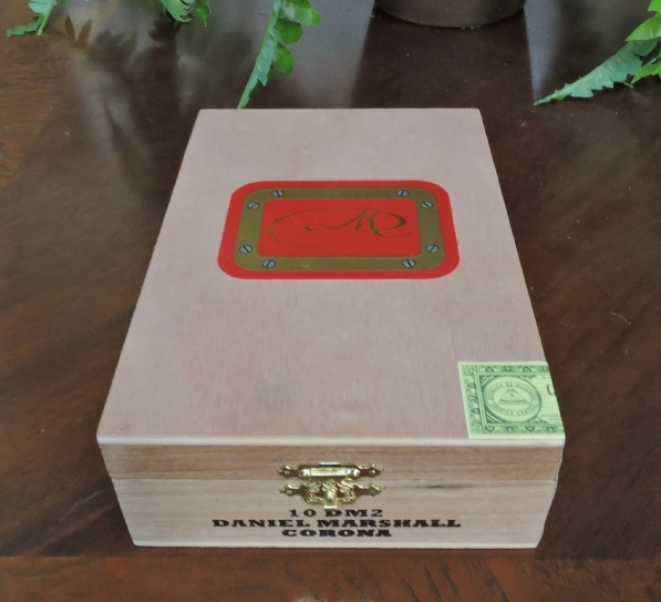 Packaging of the Daniel Marshall DM2 Red Label Corona