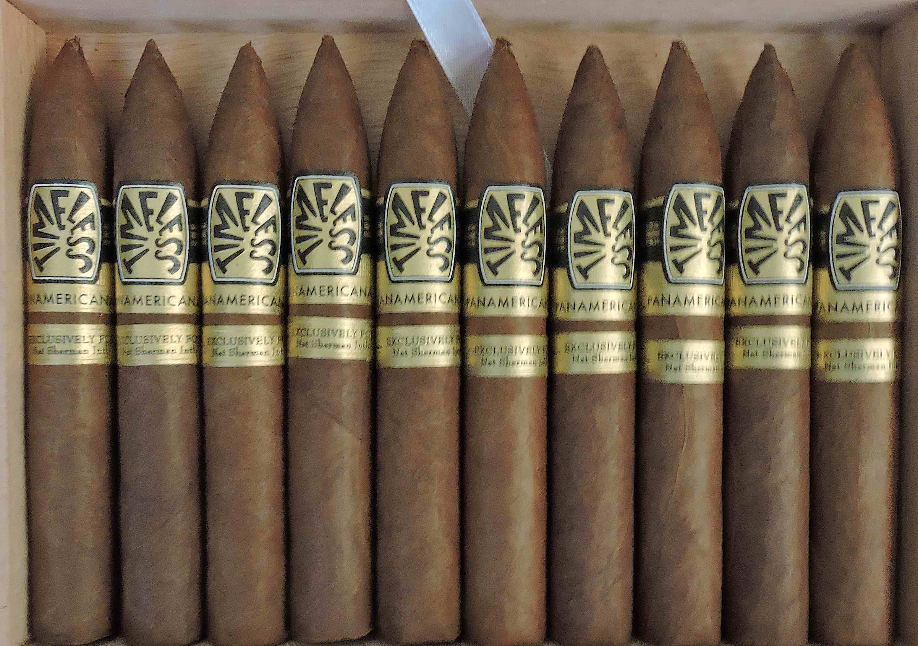 Nat Sherman Panamericana-CloseUp